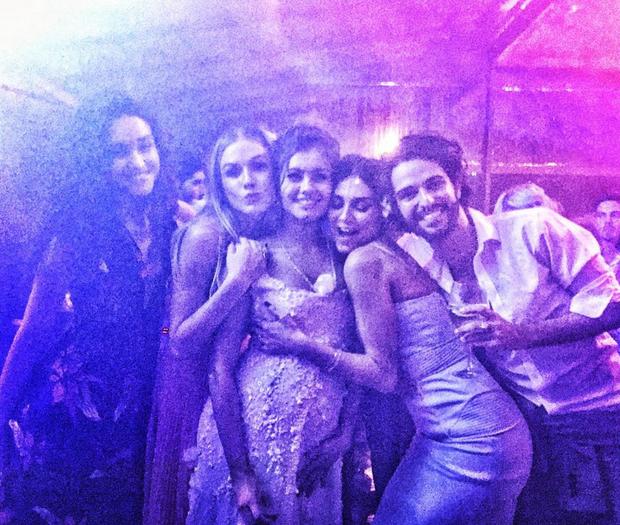 Débora Nascimento, Fiorella Mattheis, Sophie Charlotte, Thaila Ayala e André Nicolau (Foto: Reprodução/Instagram)