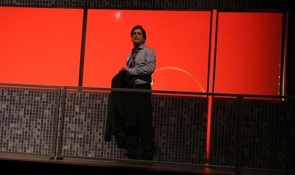 Lucio interpreta um homem que é convidado pela mulher a participar de uma orgia na peça 5X comédia (Foto: André Freitas/ Ag News)