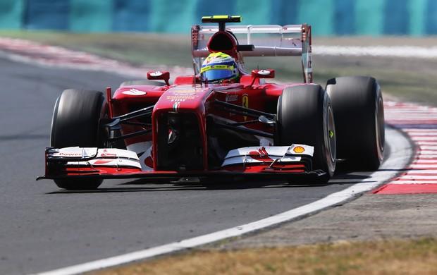 Após toque com Nico Rosberg, Felipe Massa perdeu parte do bico de sua Ferrari (Foto: Getty Images)