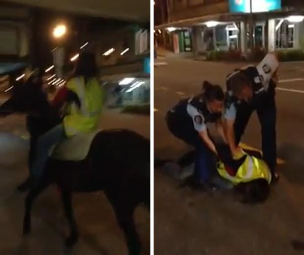 Mulher descontrolada montou bêbada em cavalo e precisou ser algemada pelos policiais (Foto: Reprodução)