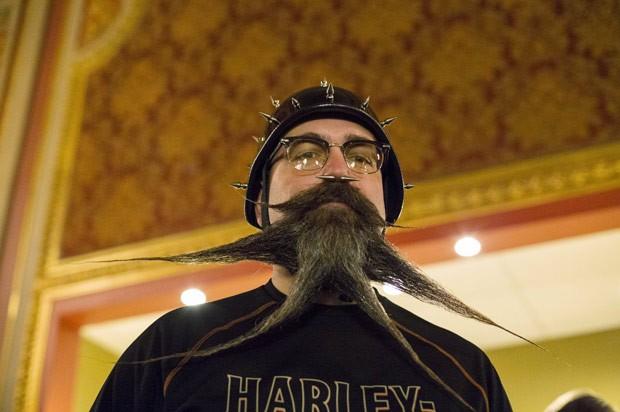 Campeonato Americano de Barba e Bigode ocorreu no bairro do Brooklyn (Foto: Elizabeth Shafiroff/Reuters)