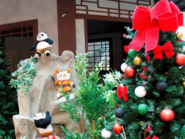 Ursos panda enfeitam árvore de natal em Campo Grande, na Zona Oeste (Foto: Divulgação/Campo Grande Shopping )