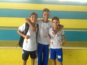 Atleta Marcus Vinícius e os colegas de escola na abertura dos Jogos Escolares de Palmas (Foto: Camila Rodrigues/GloboEsporte.com)