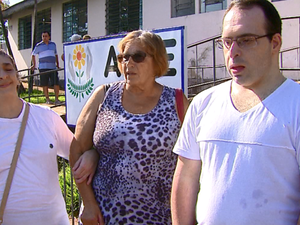 Marlene Noronha tem dois filhos na associação (Foto: Ely Venâncio/EPTV)