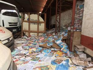 Segundo secretário de educação da cidade, material está no local desde 2014, no Piauí (Foto: Neyara Pinheiro/TV Clube)