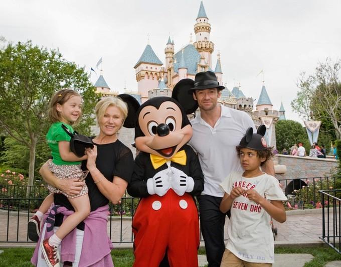 O eterno Wolverine, Hugh Jackman tem um casal de filhos com sua esposa Deborra-Lee Furness. (Foto: Divulgação)