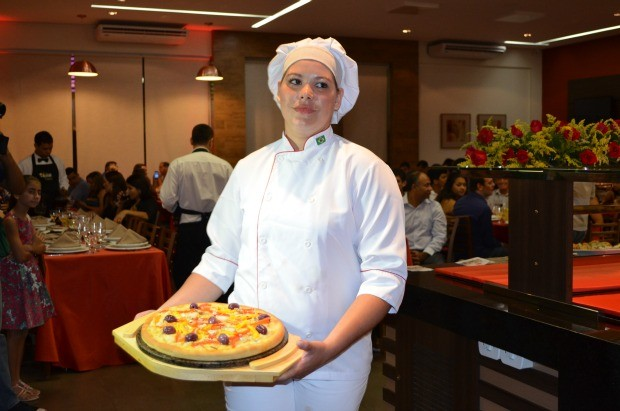 Pizza veneziana com pirarucu foi criada pela chef Simone Berling (Foto: Magda Oliveira/G1)