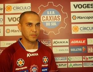Caxias apresenta o atacante Michel  (Foto: Geremias Orlandi / Caxias, DVG)