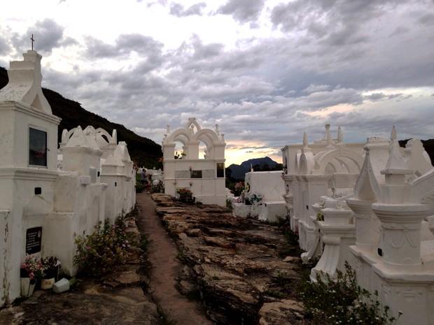 Cemitério no alto da montanha na Chapada Diamantina (Foto: Globo Repórter)