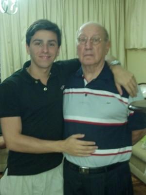 Felipe Fortino e seu avô, a quem considera um pai (Foto: VC no G1)