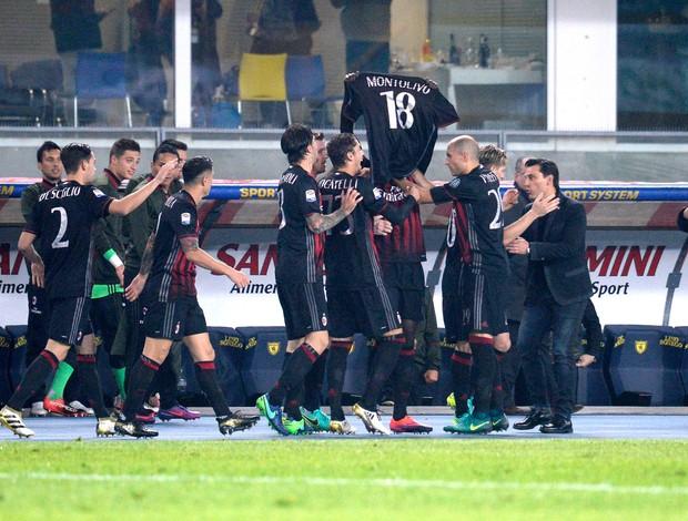 BLOG: Tratando lesão séria, Montolivo ganha homenagem em vitória do Milan e agradece