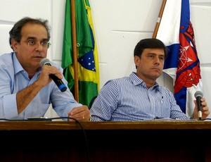 O  presidente da RioUrbe, Armando Queiroga, e Marcos Vidigal, coletiva interdição do engenhão, Estádio Olímpico João Havelange.  (Foto: Vicente Seda)