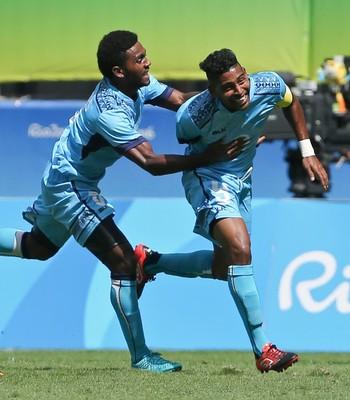 Fiji x México; olimpíadas; arena fonte nova; jogadores comemoram gol (Foto: Fernando Donasci/Reuters)