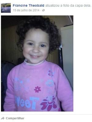 Rafaela Theobald Correia, de três anos, morreu junto com pais em acidente (Foto: Reprodução/Facebook)