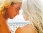Danielle Winits posta foto romântica com André Gonçalves