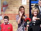 Kate Middleton exibe barriguinha de grávida bem saliente em evento