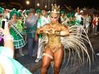Viviane Araújo desfila como rainha de bateria da Mancha Verde
