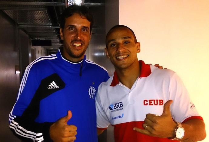 Alex e Marcelinho (Foto: Fabio Leme)