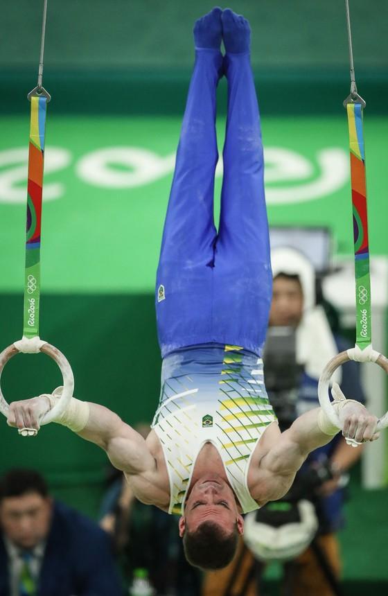 Arthur Zanetti durante prova das argolas na Arena olímpica (Foto:  Ricardo Nogueira/ÉPOCA)