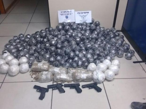 PM apreendeu drogas e armas em Macaé (Foto: Polícia Militar/Divulgação)