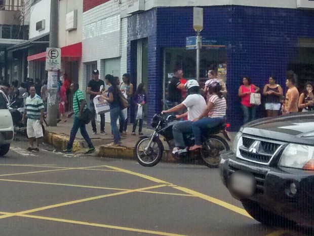 Centro de Campo Grande com ruas cheias de consumidores (Foto: Juliene Katayama/G1 MS)