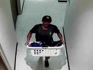 Suspeito é visto com figurino do Blue Man Group (Foto: Divulgação/Polícia de Wichita)
