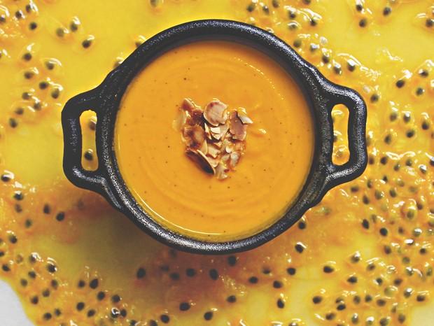 Sopa de Cenoura, Maracujá e Amêndoas, do Dieta Bistrô (Foto: Divulgação)