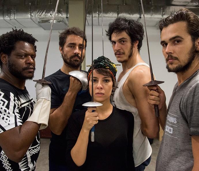 Bukassa Kabengele, Ricardo Pereira, Andreia Horta, Mateus Solano e Bruno Ferrari em aula de esgrima (Foto: Estevam Avellar/Globo)