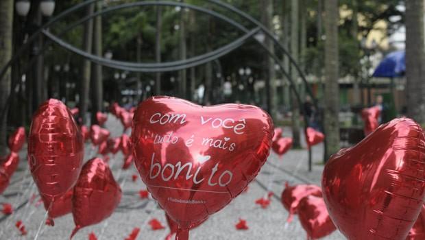Espalhe o amor por Curitiba e pela internet com a hashtag #TudoÉMaisBonito (Foto: Reprodução)
