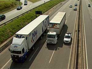 Caminhões e carros na Rodovia Anhanguera em Campinas (Foto: Reprodução EPTV)