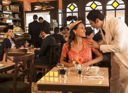 Ernesto convida Filomena para sair e dá de cara com Sandra