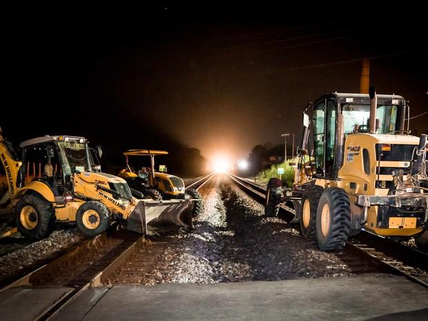 Protesto em Baixo Guandu fecha ferrovia Vitória Minas (Foto: Willian Henrique Westphal / VC no G1)