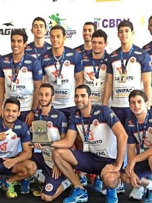 Equipe masculina de vôlei de Uberlândia é prata em liga nacional universitária (Foto: Divulgação/Gabarito/Unipac/Futel )