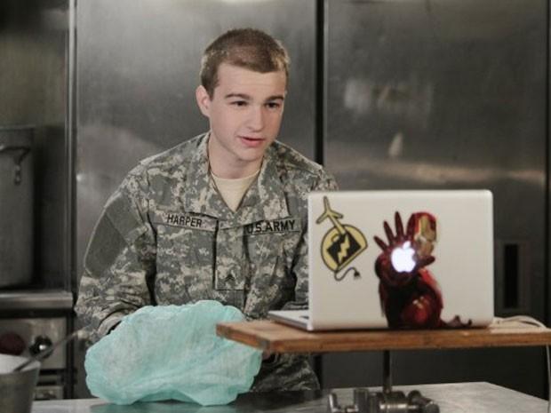 Angus T. Jones, de 19 anos, intérprete do agora adolescente Jake na série americana 'Two and a half men'  (Foto: Reprodução)