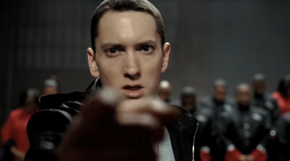 O rapper Eminem no comercial da Chrysler durante o Super Bowl de 2011 (Foto: Reprodução/YouTube)