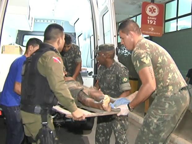 Vinte militares estavam no caminhão, dos quais 18 ficaram feridos (Foto: Reprodução/TV Tapajós)