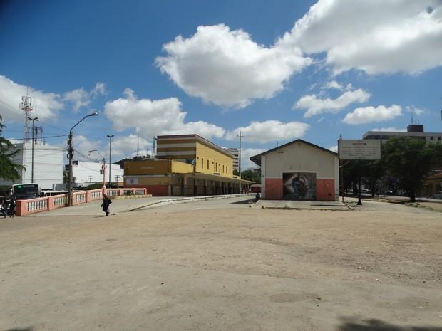 Crime foi cometido na antiga Estação Ferroviária de Caruaru (Foto: Lafaete Vaz/Globo FM)