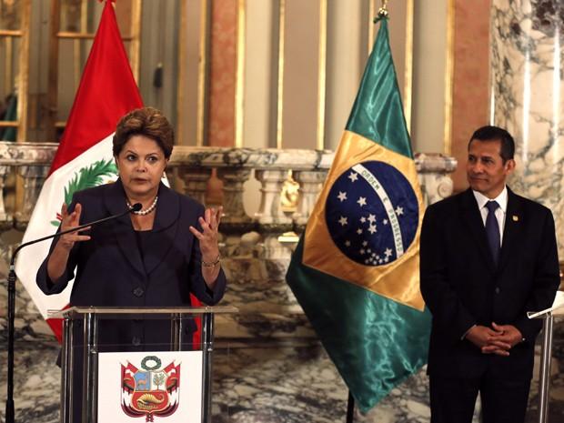 A presidente Dilma Rousseff ao lado do presidente Ollanta Humala em declaração oficial durante visita ao Peru  (Foto: Reuters)
