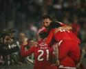 Jonas faz 2, Mitroglou marca 3, Benfica goleia e passa fim de semana na ponta