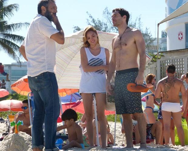 Isabelle, Noher e Domingos conversam nos bastidores  (Foto: Paula Oliveira/GShow)