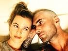 Careca, Adam Levine posa para selfie com Behati Prinsloo