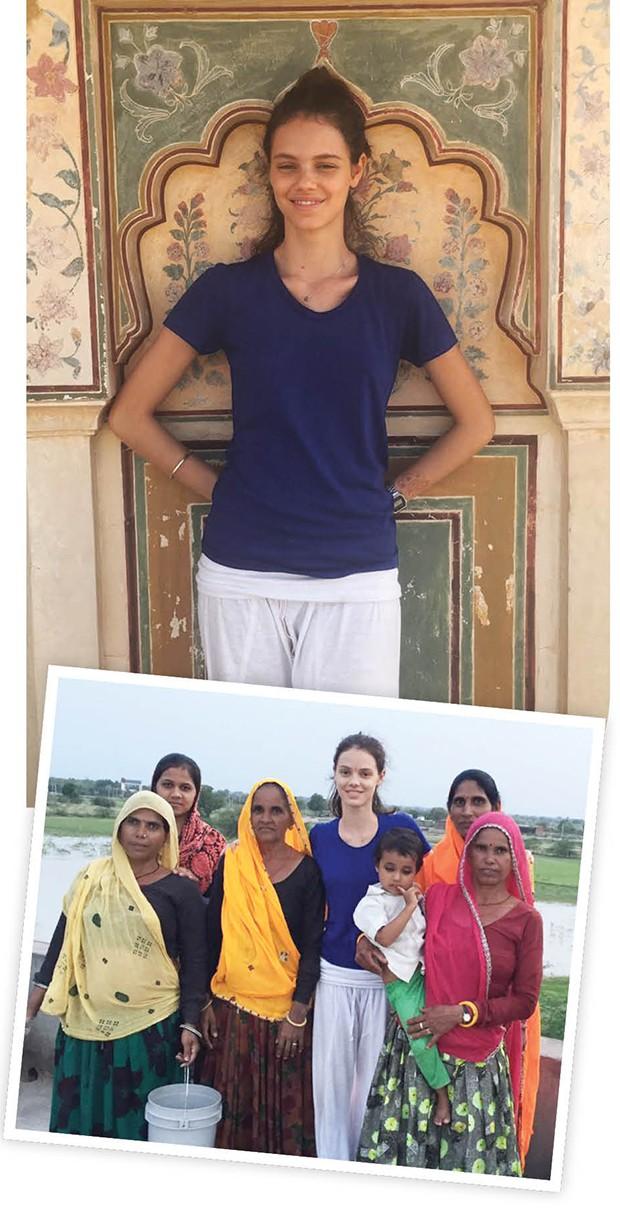 Durante sua viagem, Laura até aprendeu ioga e fez amizade com a família que  a acolheu, em Jaipur (Foto: .)