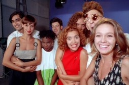 Foto (Foto: Zeca Camargo, Maria Paula, Rita, Daniel Benevides, Gastão, Astrid Fontenelle e Thunderbird: antigos VJs da MTV/ Foto: Luiz Paulo Lima)