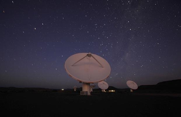 Telescópio KAT-7, na África do Sul, onde deve funcionar o SKA (Foto: Reuters/Mike Hutchings)