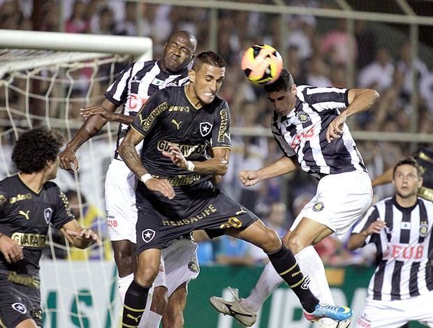 Rafael Marques jogo Botafogo Sobradinho (Foto: Reuters)