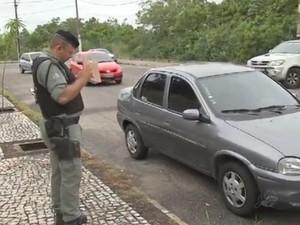 Acusado simulou tentantiva de assalto contra o casal (Foto: TV Verdes Mares/Reprodução)