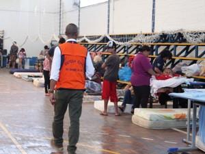 Defesa Civil dá apoio aos moradores (Foto: Bruna Staub/Divulgação)