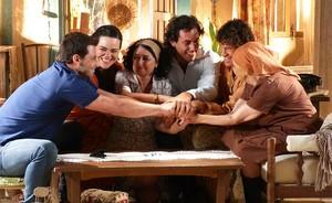 Candinho e família enriquecem com os lucros da turmalina Paraíba (Flor do Caribe/TV Globo)
