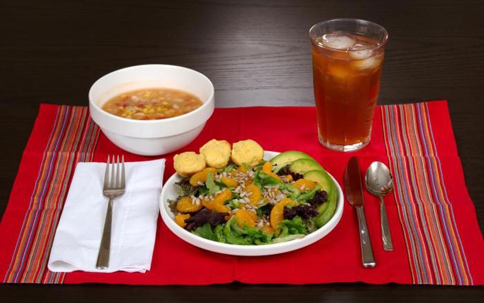 Fazer pequenas melhorias na escolha dos alimentos pode aumentar significativamente as chances de viver mais (Foto: CDC/Mary Anne Fenley)
