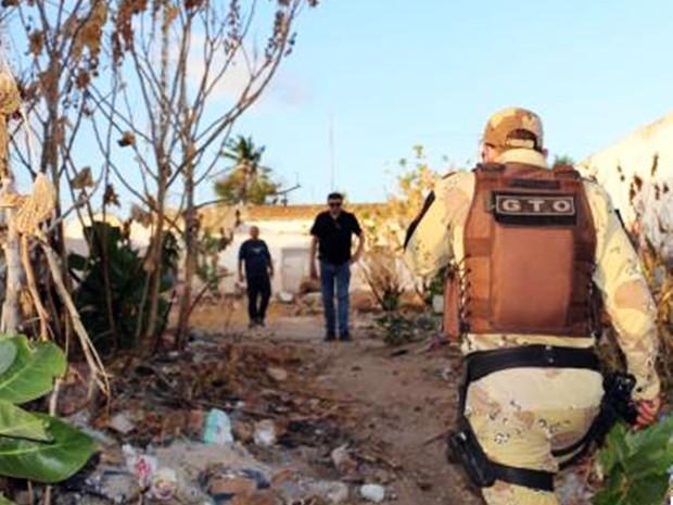 Corpo do homem foi encontrado divido em três partes e queimado  (Foto: Marcelino Neto/O Câmera )